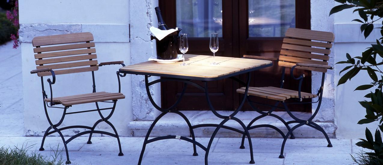 Sedie In Ferro E Legno.Set Tavoli E Sedie Da Giardino In Ferro E Teak Fivestarsitaly