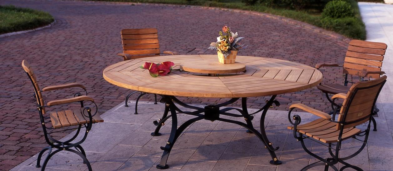 Produzione Sedie E Tavoli In Legno.Eleganti Colleezione Di Tavoli E Sedie Da Giardino In Legno Di
