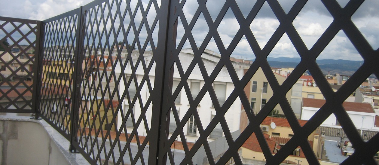 Emejing grigliati in ferro per terrazzi gallery idee for Grigliati in alluminio per terrazzi prezzi