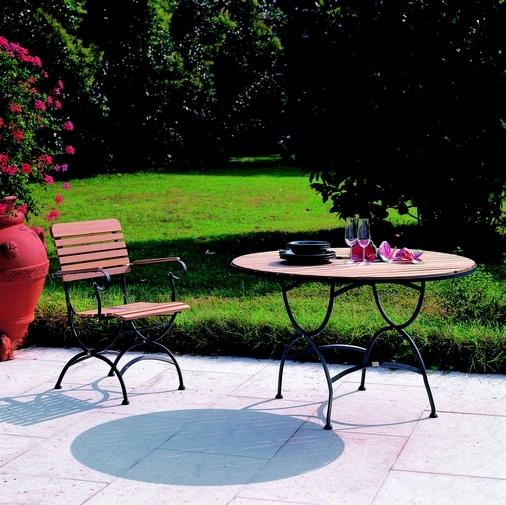 Set tavoli e sedie da giardino in ferro e teak
